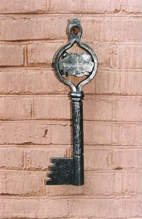 Символический ключ.